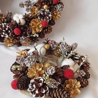 Різдвяні прикраси. набір вінок і підсвічник з натуральних шишок