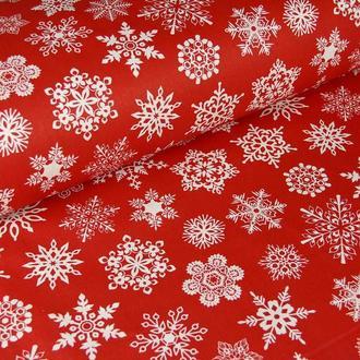 Новогодняя ткань для рукоделия микс снежинок на красном
