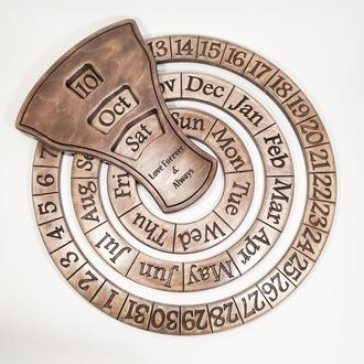 Подарок дорогому человеку - вечный календарь с надписью на любом языке, диаметр 37 см