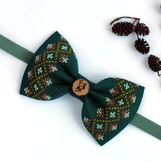"""Вышитая галстук-бабочка """"Олень с неизвестного леса"""""""