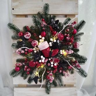 Хвойна сніжинка, новорічний декор на двері, різдвяний декор на дверей з підсвічуванням