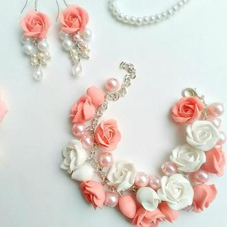Комплект с персиковыми розами