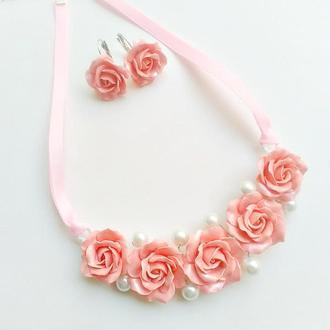 Колье с персиковыми розами