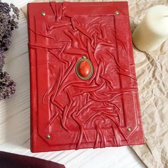 Винтажная книга с камнем