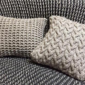 Вязаный комплект *Два оттенка серого* (Плед + подушка)