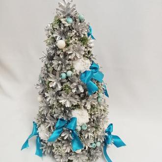 Новогодняя декоративная композиция из натуральных серебристых шишек 25х50 см