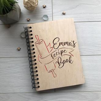 Деревянная кулинарная книга на пружине с именной гравировкой