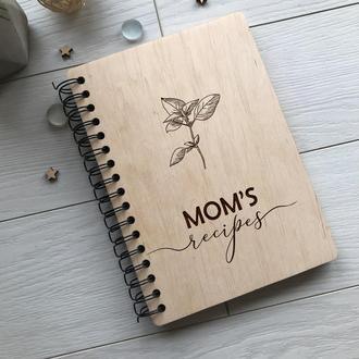 Книга для записи рецептов в деревянной обложке на пружине