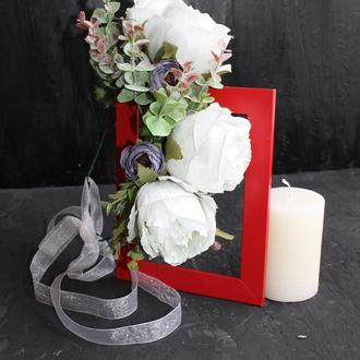 Венок из крупных роз в цвете айвори