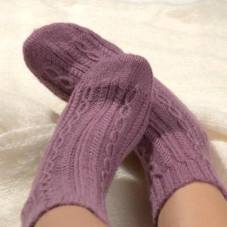 Фиолетовые вязаные носки с лаконичным узором