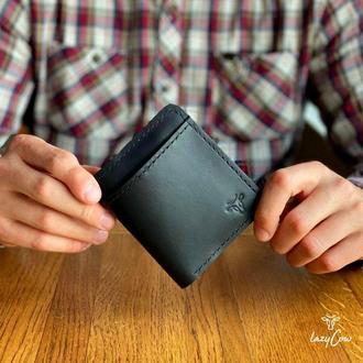 Мужской классический кошелек двойного сложений из натуральной кожи черного цвета
