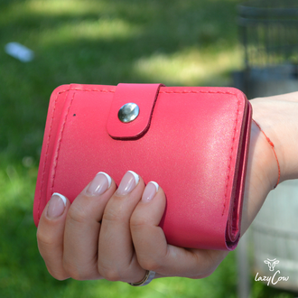 Женский кошелек из натуральной кожи с застежкой розового цвета