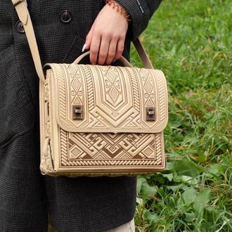 Вместительная кожаная сумка-портфель с тиснением бежевая, сумка под планшет, деловая сумка