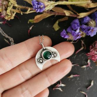Серебряная лунница с зеленым ониксом и цветами. Кулон Magic. Украшение в подарок девушке