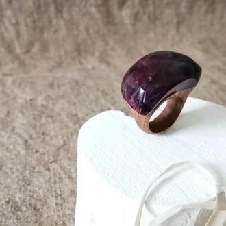 Женское  кольцо в подарок ( размер 16,5-17,0) из древесины бука и ювелирной фиолетовой смолы