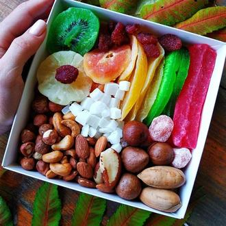 Подарочный набор с цукатами и орехами