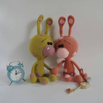 Зайчишка мягкая вязаная игрушка