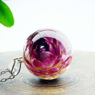 Яркий кулон с цветком. Подвеска с гелихризумом. Украшения с цветами (модель № 2628) Glassy Flowers