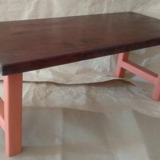 Многофункциональный столик из дерева