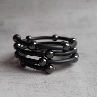 Стильный браслет в три ряда с гематитом. Женский браслет. Подарок.