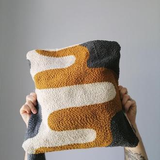 Вышитая подушка Desert