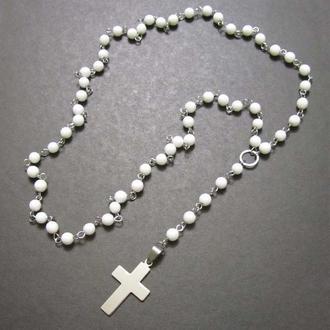 Розарий из белого агата , фурнитура и крест из нержавеющей стали.