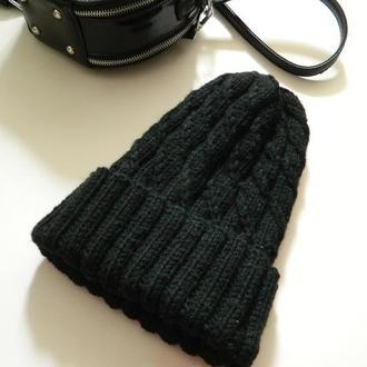 Трендовая шапка с высокой макушкой чёрного цвета зимняя шапка с переплётами