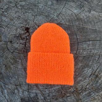 Оранжевая вязаная шапка с отворотом