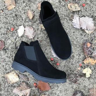 Чёрные замшевые ботинки челси