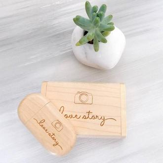 Подарок на годовщину USB-флешка со свадебной гравировкой
