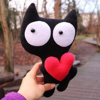Кот чёрный с сердцем