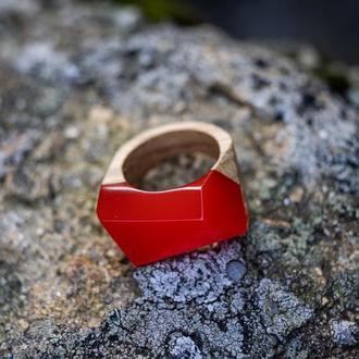 Дерев'яний перстень з епоксидною смолою