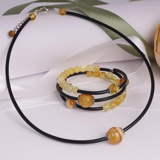 """Комплект колье + браслет на каучуке с натуральным янтарем """"Планета"""""""