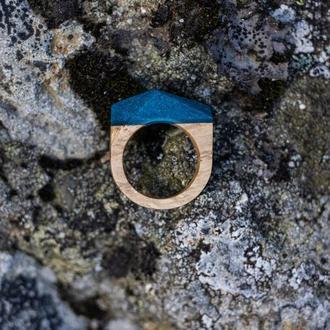 Деревянный перстень с эпоксидной смолой