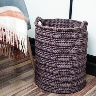 Вязаная корзина для белья