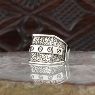 Витончене, детальне кільце з імітацією закручених шурупів з срібла 925 проби ручної роботи