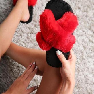 Женские домашние тапочки иксики красного цвета