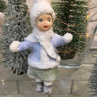 "Ватная игрушка ""Девочка со снежками"""