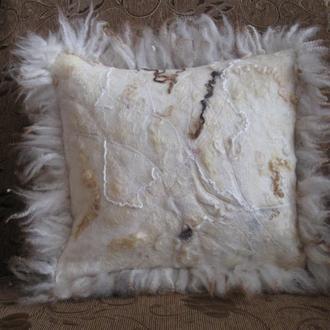 Интерьерная валяная  подушка Алиса