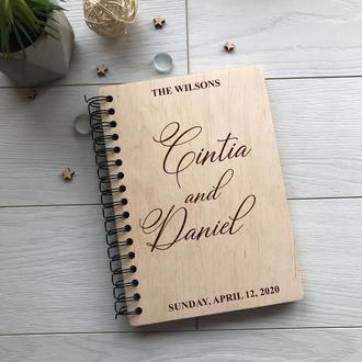 Свадебная деревянная книга для фото и пожеланий на спирали