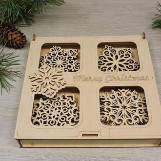 Набор новогодних резных снежинок из фанеры в деревянной коробке (16 снежинок)(2112)