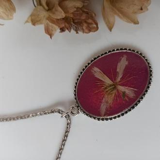Розовый кулон из эпоксидной смолы