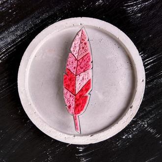 Ніжна рожева брошка Пір'їнка. Авторська брошка ручної роботи Листочок. Будь-який колір на замовлення
