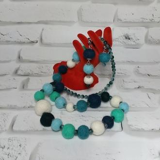 Валяне намисто та сережки з асиметричних намистин з вовни і мармуру.