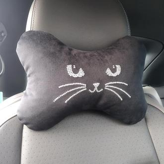 Подушка на подголовник в машину со стразами