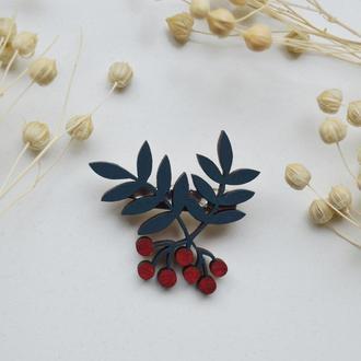 Деревянный значок-брошь Веточка с ягодами