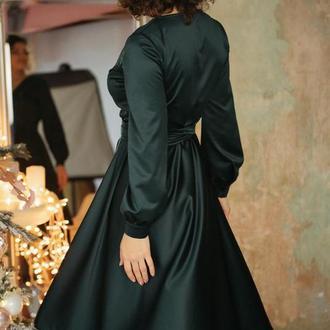 Изумрудное вечернее платье с юбкой полусолнце