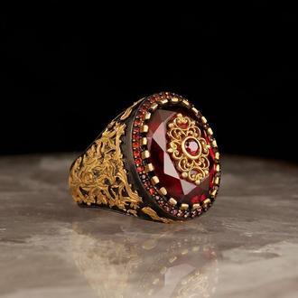 Позолоченый перстень из серебра с рубиновым цирконом + микрокамни