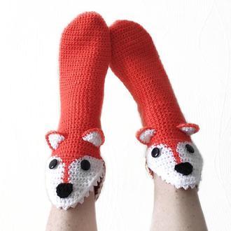 Вязаные носки-лисы с белой мордочкой