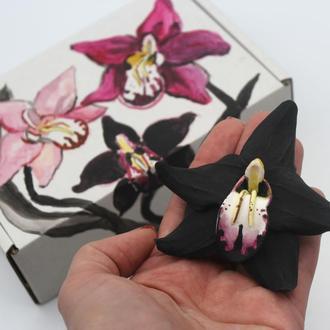 """Заколка для волос. Оригинальный подарок девушке """"Черная орхидея"""" + подарочная коробочка"""